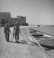 قطعان العصابات الصهيونيه تمشط قرية الطنطورة لتطهيرها عرقياً