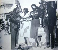 عام 1938، الناشطتان الفلسطينيتان ربيحة الدجاني وهند الحسيني تجمعان تبرعات للثوار