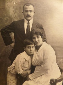 القدس، خليل السكاكيني وزوجته سلطانة وابنها سري عام 1920