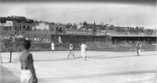 القدس، نساء يلعبن التنس في نادي رياضي في القطمون عام 1930