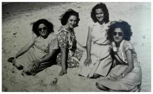 فلسطينيات على شاطيء يافا عام 1946